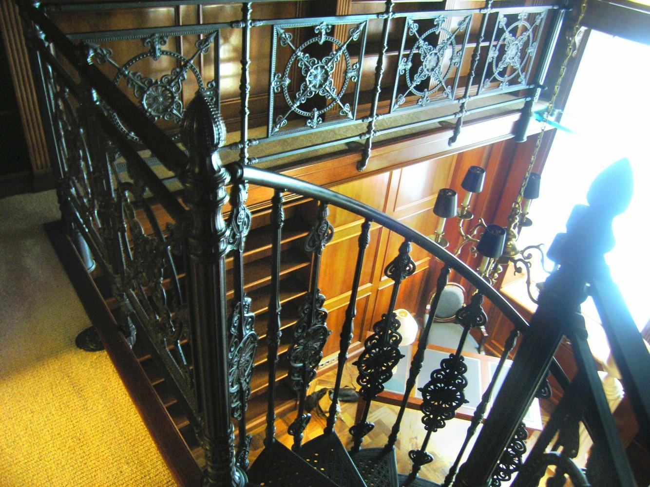 Чугунные винтовые лестницы. Москва