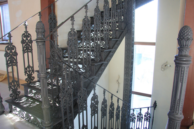Лестница из чугуна. Москва