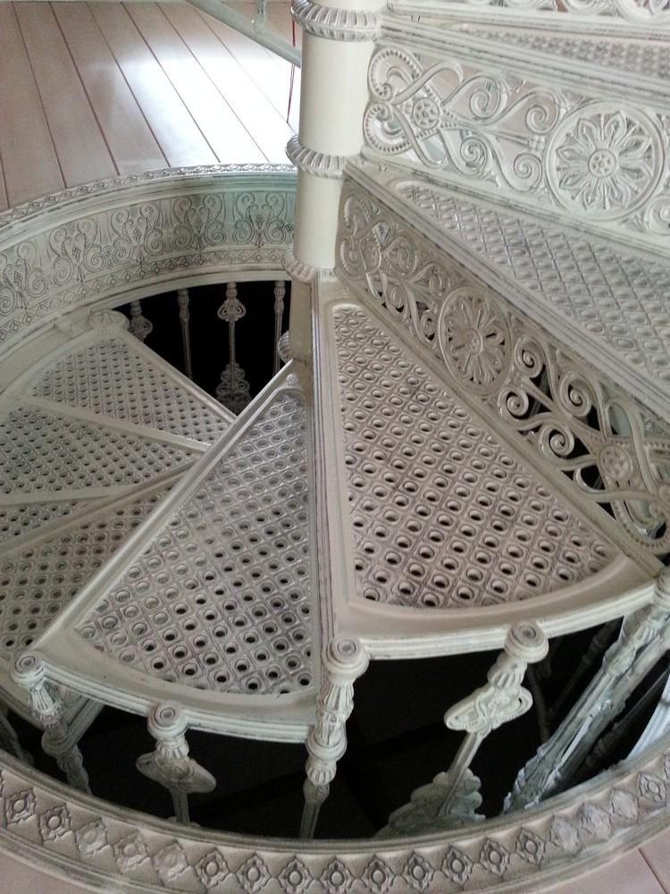 Лестницы из чугуна. Ступени