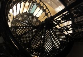 Чугунная винтовая лестница. Ступени