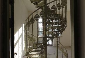 Винтовая чугунная лестница. Москва