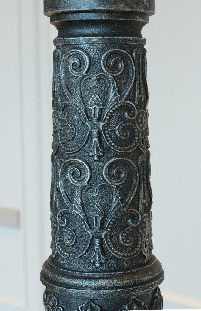 Чугунные столбы. Фрагмент